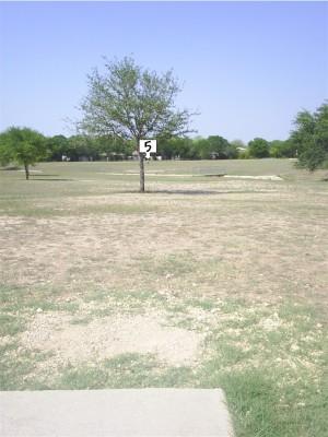 Live Oak City Park, Main course, Hole 5 Tee pad