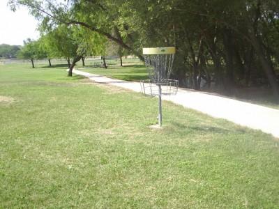 Live Oak City Park, Main course, Hole 2 Reverse (back up the fairway)