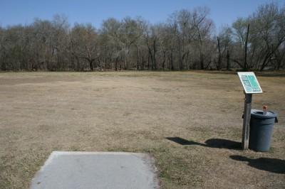 Live Oak City Park, Main course, Hole 8 Tee pad