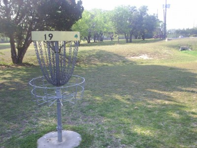 Live Oak City Park, Main course, Hole 19 Reverse (back up the fairway)