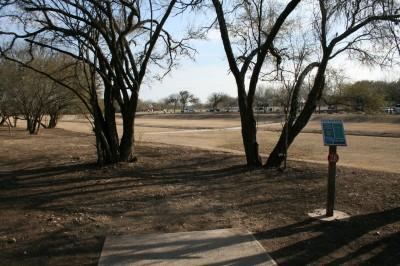 Live Oak City Park, Main course, Hole 28 Tee pad