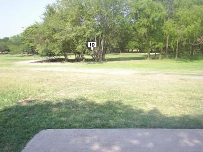 Live Oak City Park, Main course, Hole 10 Tee pad