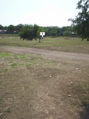 Live Oak City Park, Main course, Hole 1 Midrange approach