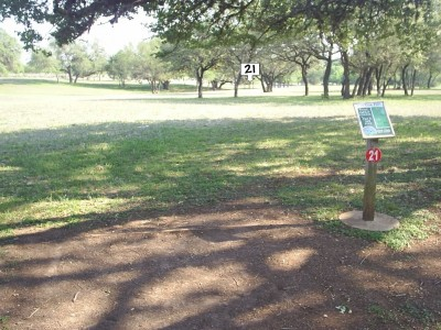 Live Oak City Park, Main course, Hole 21 Tee pad