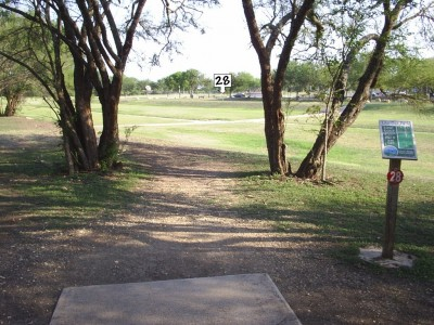 Live Oak City Park, Main course, Hole 28 Tee pad