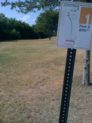 UT Dallas Alumni, Main course, Hole 1 Tee pad
