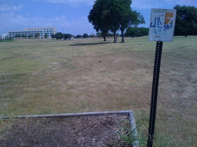 UT Dallas Alumni, Main course, Hole 7 Tee pad