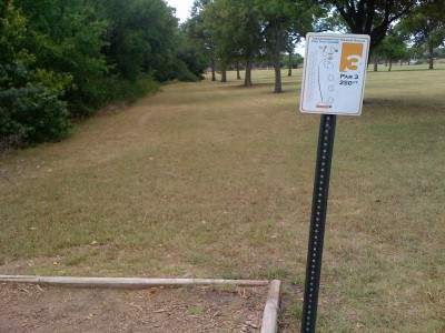 UT Dallas Alumni, Main course, Hole 3 Tee pad