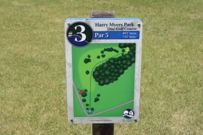 Harry Myers, Main course, Hole 3 Hole sign