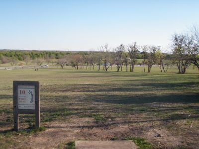 Old Settlers' Park, Main course, Hole 10 Tee pad