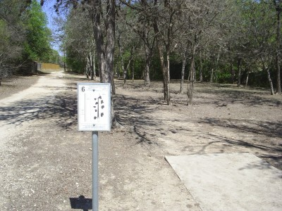 Universal City Park, Main course, Hole 6 Tee pad