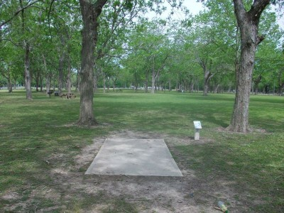 Riverside Park, Main course, Hole 17 Tee pad