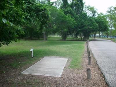 Riverside Park, Main course, Hole 13 Tee pad