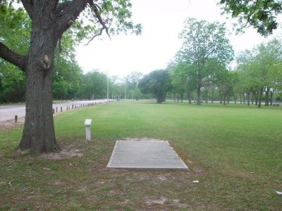 Riverside Park, Main course, Hole 14 Tee pad