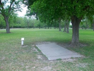 Riverside Park, Main course, Hole 15 Tee pad