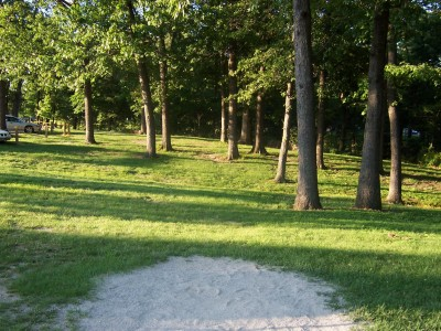 Effingham Disc Golf Course, Main course, Hole 1 Tee pad