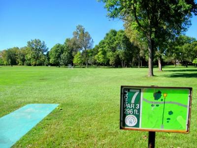Fink Park, Main course, Hole 7 Tee pad