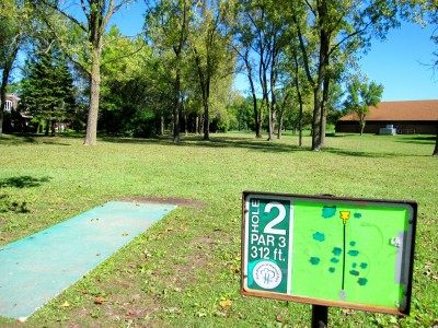 Fink Park, Main course, Hole 2 Tee pad