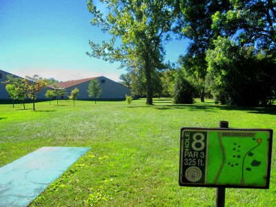 Fink Park, Main course, Hole 8 Tee pad