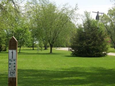 Pioneer Park, Main course, Hole 1 Tee pad