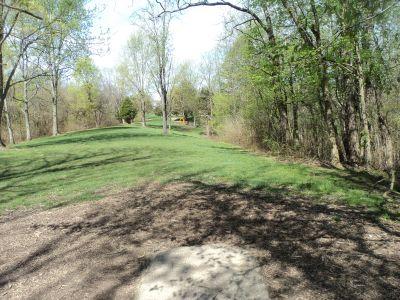 Woodland Mound Park, Main course, Hole 5 Tee pad