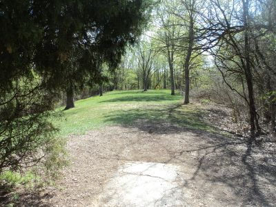 Woodland Mound Park, Main course, Hole 4 Tee pad