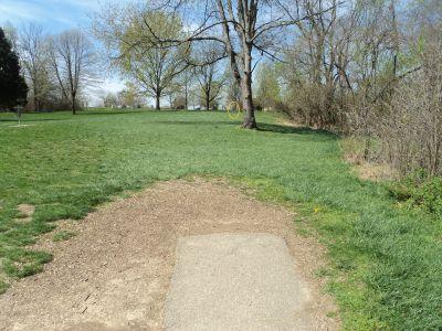 Woodland Mound Park, Main course, Hole 9 Tee pad