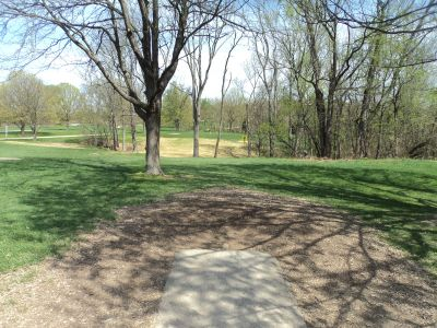 Woodland Mound Park, Main course, Hole 10 Tee pad