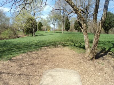 Woodland Mound Park, Main course, Hole 8 Tee pad