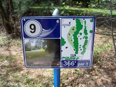 Deis Hill Park, Main course, Hole 9 Hole sign