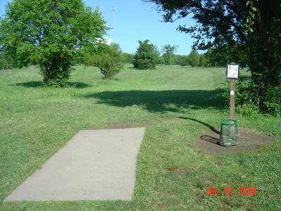 William Harbin Park, Main course, Hole 1 Tee pad