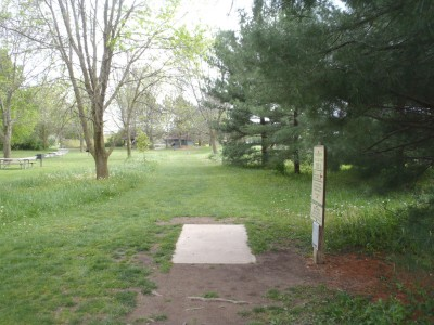 Riverbend Disc Golf Trail, Main course, Hole 1 Tee pad