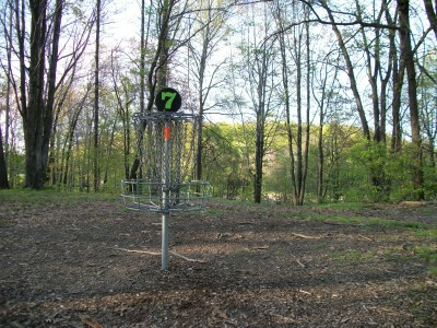 Veterans Memorial Park, Mike Broda Memorial DGC, Hole 7 Putt