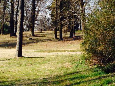 Veterans Memorial Park, Main course, Hole 10 Short tee pad