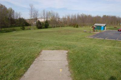 Clarence Darrow Park (Young's Run), Main course, Hole 1 Short tee pad
