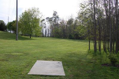 Clarence Darrow Park (Young's Run), Main course, Hole 2 Short tee pad