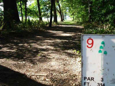 Osborne Park Disc Golf, Main course, Hole 9 Tee pad