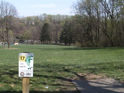Little Lehigh Parkway, Main course, Hole 17 Tee pad