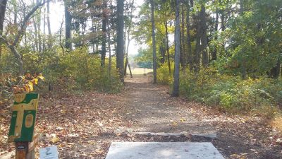 Tyler State Park, Main course, Hole 1 Tee pad