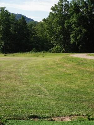 Black Mountain DGC, Main course, Hole 1 Short tee pad