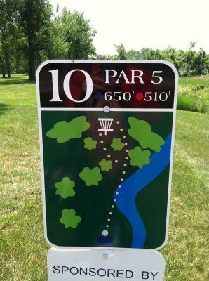 Adrian DGC, Main course, Hole 10 Hole sign