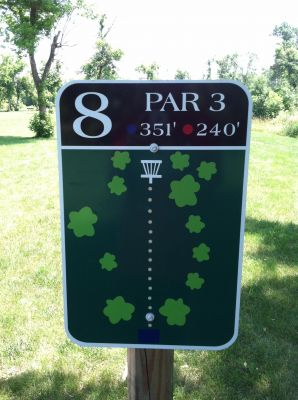 Adrian DGC, Main course, Hole 8 Hole sign