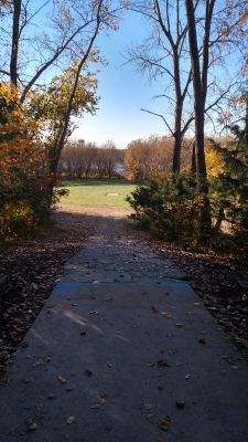 Bryant Lake Park, Main course, Hole 6 Long tee pad