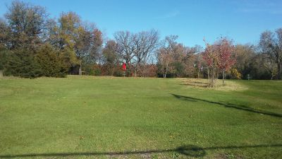 Staring Lake Park, Main course, Hole 5 Tee pad