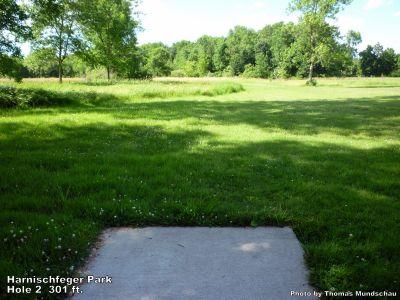 Harnischfeger Park, Main course, Hole 2 Tee pad