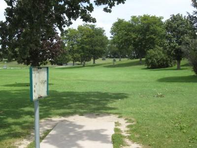 Crystal Lake Park, Main course, Hole 5 Tee pad