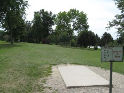 Crystal Lake Park, Main course, Hole 2 Tee pad