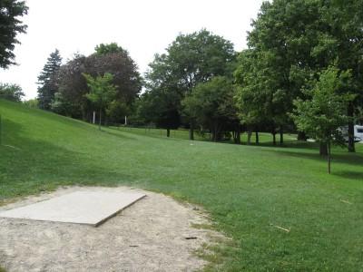Crystal Lake Park, Main course, Hole 16 Tee pad