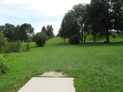 Crystal Lake Park, Main course, Hole 15 Tee pad