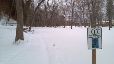 Riverside Park, Main course, Hole 1 Tee pad